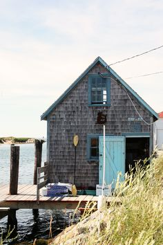 Shack on Martha& Vineyard, MA. Shack on Marthas Vineyard, MA. Martha's Vineyard, Cabins And Cottages, Beach Cottages, Haus Am See, Architecture Design, The Design Files, Coastal Living, Strand, New England