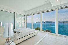 Mallorca Home / Sea View Islas Baleares, España White Interior Design, Interior Decorating, Villa Am Meer, Waterfront Homes, Awesome Bedrooms, Minimalist Bedroom, Luxury Living, House Colors, Interior Architecture