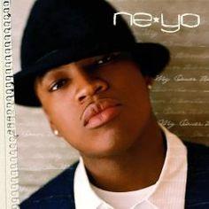 """Há 10 anos, neste exato 28 de fevereiro, Ne-Yo lançava o seu primeiro disco, que trouxe músicas lembradas até hoje na carreira do cantor: """"In My Own Words"""". O LP estreou em primeiro lugar na parada de álbuns americana Billboard 200 com 301 mil cópias vendidas. Em seguida, o material recebeu certificado de platina pela RIAA, órgão representante da indústria fonográfica dos EUA, vendendo 1,6 milhões de cópias por lá e 2 milhões ao redor do mundo.  O cantor compôs todas as letras do projeto…"""