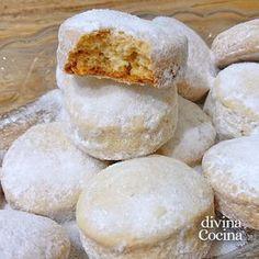 Esta es nuestra receta fácil de las hojaldrinas caseras, un dulce tradicional que suele preparase en Navidad en Andalucía y otras partes de España.