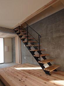 安価でカッコイイ鉄骨階段を探そう!! | 会社員夫婦の家づくり日記 Loft Stairs, House Stairs, Narrow House, Loft Room, Condo Decorating, Minimal Home, Railing Design, Architect Design, Style At Home
