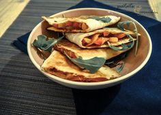 Quesadillas vegan sur Patate & Cornichon : Recette de quesadillas aux poivrons et tomate avec de la mozzarella végétale dans des supers galettes de maïs !
