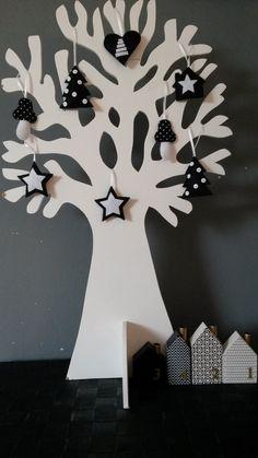 Onze levensboom in zwart/witte kerstsfeer. Verkrijgbaar bij: http://www.mmkado.nl
