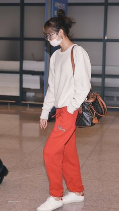 Blackpink Outfits, Kpop Fashion Outfits, Casual Outfits, Korean Airport Fashion, Korean Fashion, Korean Street, Jennie Lisa, Blackpink Lisa, Blackpink Fashion