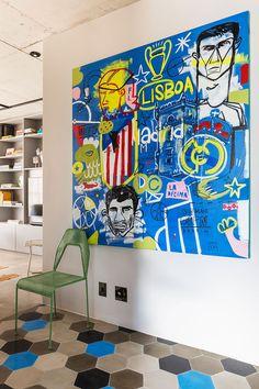 Decoração de apartamento, decoração de apartamento pequeno, decoração descolada, obra de arte, quadro, cadeira verde.