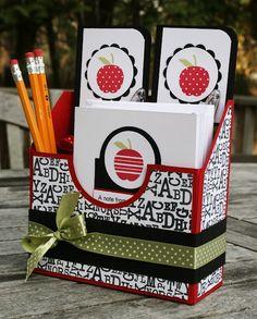 O una linda caja para útiles decorada al gusto.
