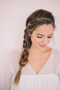 3 Einfache DIY Flechtfrisuren kurze und lange Haare Romantic and playful…. 3 Einfache DIY Flechtfrisuren kurze und lange Haare Romantic and playful. This braid looks just great. Easy Side Braid, Side Braid Tutorial, Twisted Braid, Easy Updo, Diy Tutorial, How To Braid, Fishtail Plaits, Braided Hairstyles For Wedding, Pretty Hairstyles