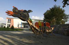 der Kletterdrache im Kunstmuseum Waldviertel in Schrems Art Museum, Kite, Woodland Forest, Sculptures
