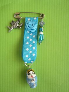 Baboesjka brooche blue.Just a simple safety pin I used:)