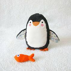 Inspiration: le pingouin et son poisson. (Un livre de patrons est disponible.)