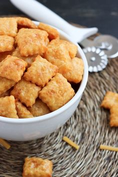 """Homemade Cheddar Crackers """"Cheez-Its"""" 