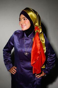 Hijab Fashion, Fashion Dresses, Modern Hijab, Head And Neck, Satin Dresses, Rain Jacket, Windbreaker, Raincoat, Headscarves