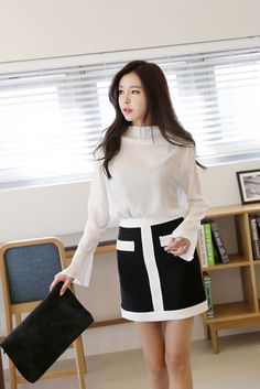 Wide Sleeve Upneck Blouse
