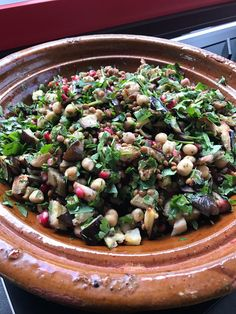 Auberginesalade met linzen en kikkererwten  voedzaam en pittig