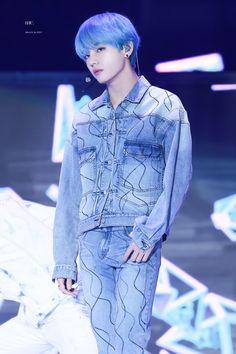 Beautiful in blue hair love him Bts Taehyung, Jimin, Bts Bangtan Boy, Bts Boys, Namjoon, Taehyung Fanart, Daegu, Btob, Foto Bts