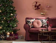 vianoce sú za dverami Love Seat, Ikea, Christmas, Furniture, Color, Home Decor, Cutlery Set, Christmas Decorations, Homes
