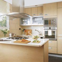 10 cocinas pequeñas ¡bonitas y prácticas! · ElMueble.com · Cocinas y baños Interior Decorating, Kitchen Island, Feng Shui Decorating, Creative Decor, Wine Cellar, Laundry Room, Homemade Home Decor, Baking Center, Bedrooms