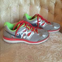 Nike shoes In like new condition Nike shoes size 8.5. Barely worn. Nike Shoes Athletic Shoes