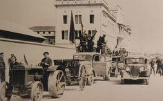Anarquistes frenant el cop d'estat a les casernes de Sant Andreu. 1936. Barcelona, Catalunya. Espanya.