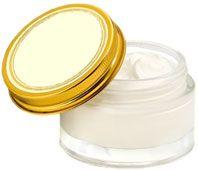Crème anti-rides maison – 3/4 tasse d'huile d'amande; - 1/3 tasse de beurre de karité; - 15 grammes de cire d'abeille râpée; - 2/3 tasse d'eau florale (rose, oranger, hamamélis etc…); - 1/3 tasse de gel d'aloès (dans les pharmacies se présentant comme un tube de pâte dentifrice) - 10 à 20 gouttes d'huile essentielle (ylang-ylang, mandarine, géranium, bois de rose etc…).