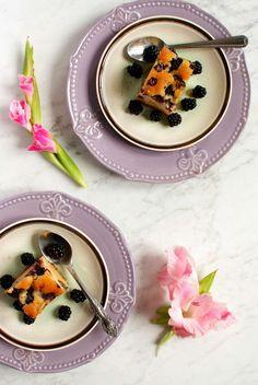 SMYKWKUCHNI: Ucierane ciasto z jeżynami i czekoladą