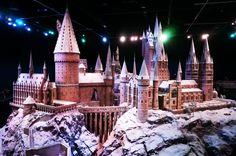 Warner Bros Studio Tour Harry Potter - Poudlard   Louise Grenadine - blog lifestyle à Lyon Studio Harry Potter, Harry Potter Tumblr, Warner Bros Studios, Fantasy Castle, Lyon, Tours, Lifestyle, Hunger Games, World