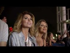 Shania Twain and Kelsea Ballerini in the audience singing along to You're Still The One at the Toronto live concert from the Lady Antebellum's You Look Good . Country Song Quotes, Country Music Lyrics, Trinidad, The Artist Movie, Luke Bryan Quotes, Fake Smile Quotes, Love Always Wins, Country Girl Problems, Kelsea Ballerini