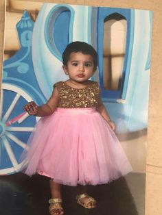 Baby Girl Frocks, Frocks For Girls, Little Girl Dresses, Kids Dress Wear, Kids Gown, Kids Ethnic Wear, Kids Party Wear, Baby Dress Design, Kids Lehenga