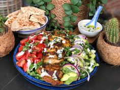 salad with chicken shawarma and fresh dressing – Family over the boil Quinoa Salad Recipes, Salad Dressing Recipes, Healthy Recipes, Food Salad, Shawarma, Beet Salad With Feta, Fresco, Bruchetta Recipe, Asian Chicken Salads