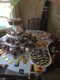 Cupcakes and cookies!