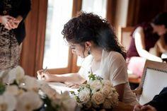 Penteados de noiva para cabelos cacheados em 2016: saiba o que está em alta! Image: 9