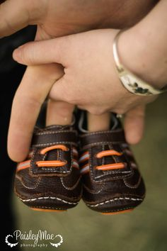 baby boy shoes holding hands maternity pictures