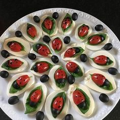 Tomate-Mozzarella-Marienkäfer Tomato mozzarella ladybug, a popular recipe from the Party category. Party Finger Foods, Snacks Für Party, Appetizers For Party, Appetizer Recipes, Christmas Appetizers, Salad Recipes, Dinner Recipes, Christmas Decorations, Tomate Mozzarella