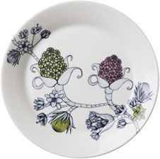 Runo plate in four variants with different decoration. Young ceramic artist Heini Riitahuhta was inspired by the Finnish seasons when she designed Runo. Arabia's tableware Runo with beautifully decorated dishes creates new athmosphere at the table. Classic Dinnerware, Modern Love, Vintage Pottery, Ceramic Artists, Scandinavian Design, Metallica, Finland, Contemporary Design, Pattern Design