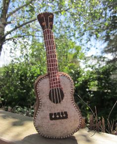 guitar by prairie.mouse, via Flickr