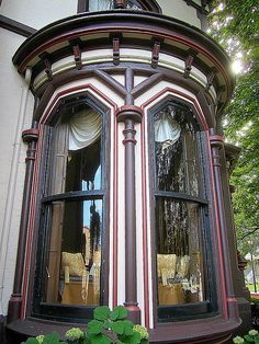 Victorian bay window with curved glass at the Green Lantern Inn, Fairport, NY. by Dan Klein Victorian Windows, Victorian Home Decor, Victorian Design, Victorian Gothic, Victorian Homes, Victorian Fashion, Vintage Homes, Modern Victorian, Gothic Lolita