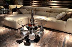 Pistons' coffee table made with original pistons of a radial engine aircraft - Table fait avec pistons original d'un moteur radial d'avion - Tavolo da caffé fatto con pistoni originali di un motore radiale di un aereo