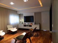 Living projeto escritório Neo Arq SP com poltronas Hans Wegner e Charles Eames