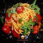 Spaghetti con datterini e rucola