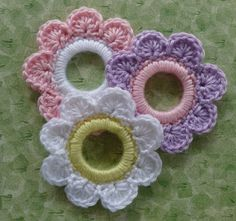 Flower Ring Decoration - Free Pattern ~☆~ Teresa Restegui http://www.pinterest.com/teretegui/ ~☆~