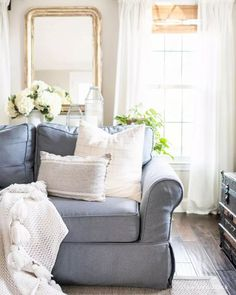 Do you know your decorating style? While it may seem like something frivolous, there are actually some really important and practical reasons for knowing what your decorating style is... read on to discover them! #DecorStyle #HomeDecorStyle #HomeStyle