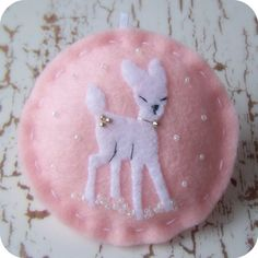 DIY Felt: Retro Reindeer White on Pink - Felt Christmas Ornament