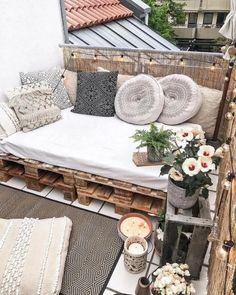 101 Most Inspiring Sunroom Decorating Ideas You Will Love - Once you have your sunroom completed, then the hard part of the job starts the decorating. You may have some sunroom decorating ideas in mind but once. Small Balcony Design, Small Balcony Decor, Outdoor Balcony, Balcony Ideas, Tiny Balcony, Apartment Balcony Decorating, Apartment Balconies, Apartment Living, Sunroom Decorating