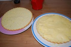 Bonjour, A la demande générale , je reviens vous donner une p'tite recette ( hein Estelle hihi ). Voici la recette de la galette beurrée ! Ingredients : Pour la pâte : - 150 gr de farine -150 gr de sucre - 3 oeufs - 3 c a soupe de lait - 1/2 paquet de...