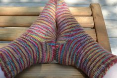 Cómo tejer la puntada de espiga horizontal Baby Knitting Patterns, Crochet Sock Pattern Free, Crochet Mittens, Mittens Pattern, Crochet Slippers, Free Pattern, Easy Crochet, Crochet Shoes, Pattern Ideas