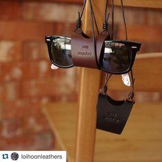 #leathermob #Repost @loihoonleathers with @repostapp.  친구의 결혼선물  #loihoonleathers #로이훈레더 #가죽 #가죽공예 #가죽공방 #핸드메이드 #leather #leathercraft #leatherwork #bespoke #handmade #sunglassesnecklace #선글라스목걸이 #glasses #sunglasses #leathergoods by leathermob