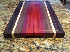 Hand crafted woodwork and custom cutting boards is our specialty. Small Woodworking Projects, Woodworking Videos, Fine Woodworking, Diy Wood Projects, Diy Cutting Board, Custom Cutting Boards, Wood Design, Trays, Chopping Boards
