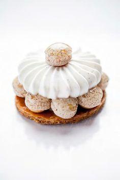 Saint-Honoré à la vanille at Le Dalí Choux Pastry, Pastry Art, Macarons, Grolet, Cream Puff Recipe, Decoration Patisserie, French Patisserie, Food Crush, Paper Cake
