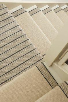 Gestreifter Treppenteppich klassischer Look modernes Treppendesign