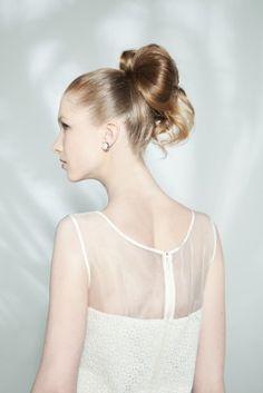 Moños de novia.  Peinados de novia.    http://casamenteras.com/casamientos/peinados-de-novia/